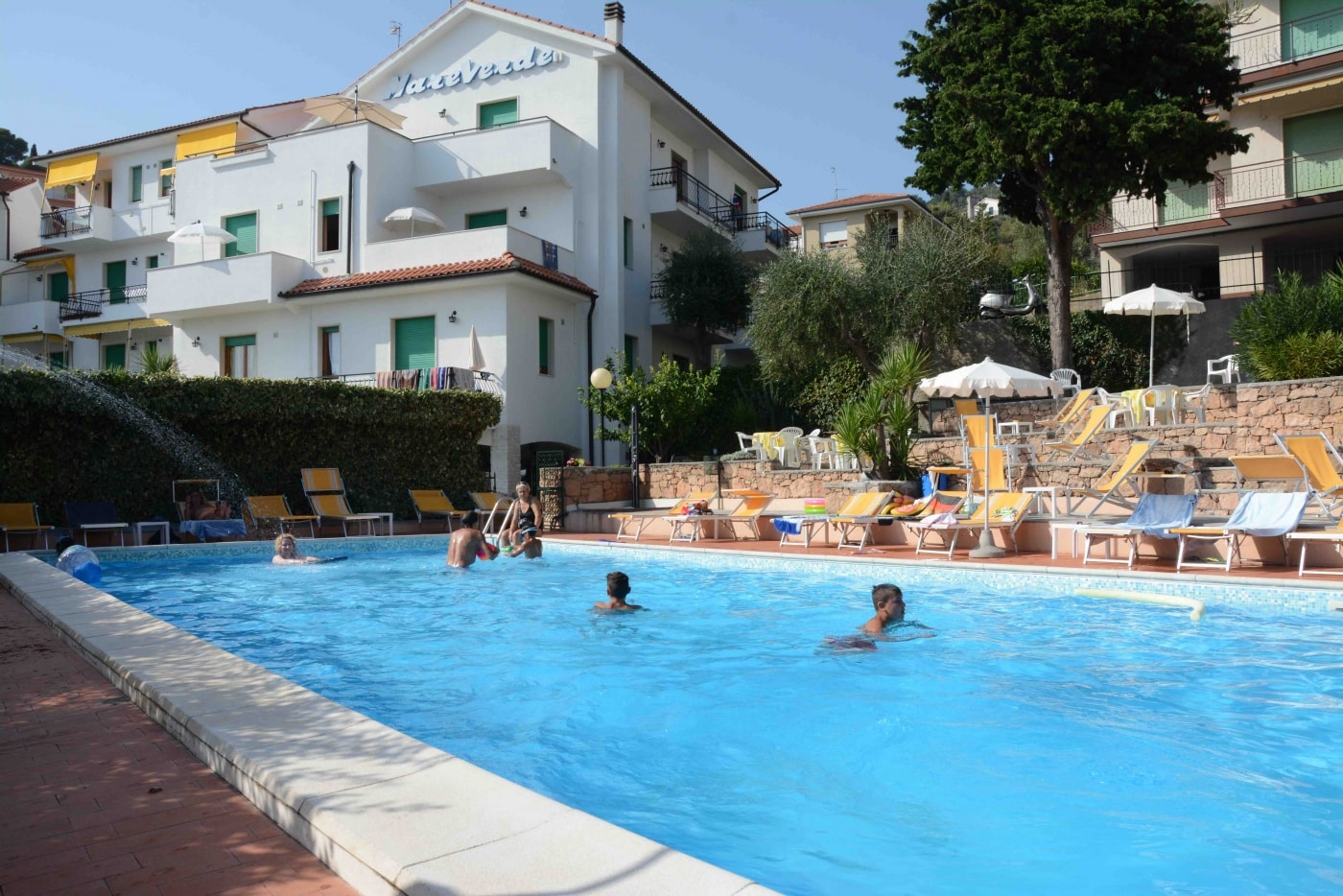 Residence vista mare<br>per vacanze in famiglia<br>a Pietra Ligure